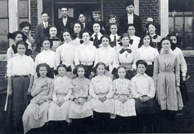 Photo of the Morganton Graded School with Sam Ervin in the fourth row, fourth from the right